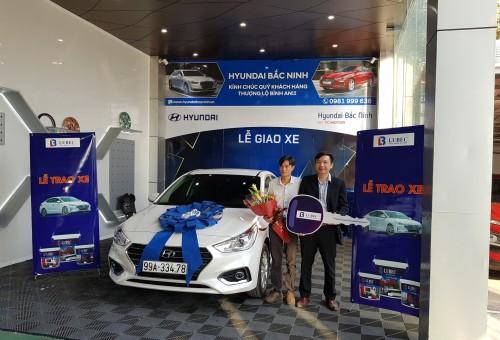 Đại lý Văn Toàn vượt doanh số năm 2019 nhận xe Huyndai Accent